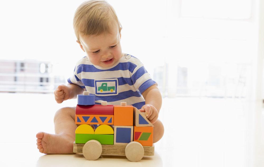 udviklende legetøj 1 år