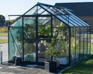 Elmholm Standard 9,75 m² drivhus – flot og klassisk design