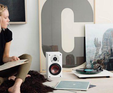 Få smukke højtalere og skøn lyd ind i dit hjem
