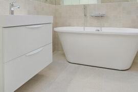 Badeværelsesskabe 8 populære skabe til dit badeværelse